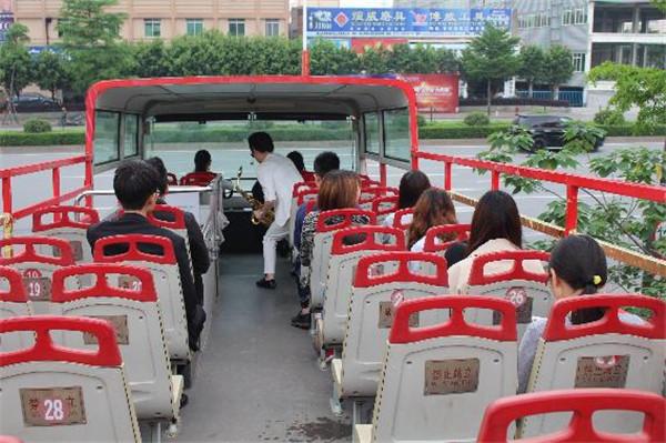 """现代轻奢生活,兴辉瓷砖,兴辉号""""双层敞篷巴士惊艳陶博会"""